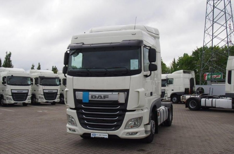 DAF XF 460 FT Euro 6 Super Space Cab z halogenami dachowymi Sky Light